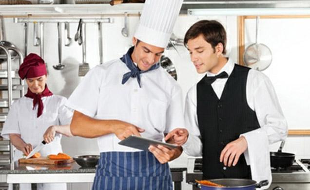 spiegare il menu ai camerieri